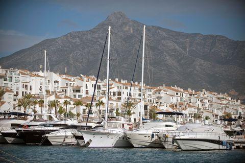 SPAIN-ECONOMY-LIFESTYLE-SALARIES