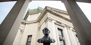 Busts Of Confederate Generals Robert E. Lee And Stonewall Jackson To Be Removed From Bronx Community College