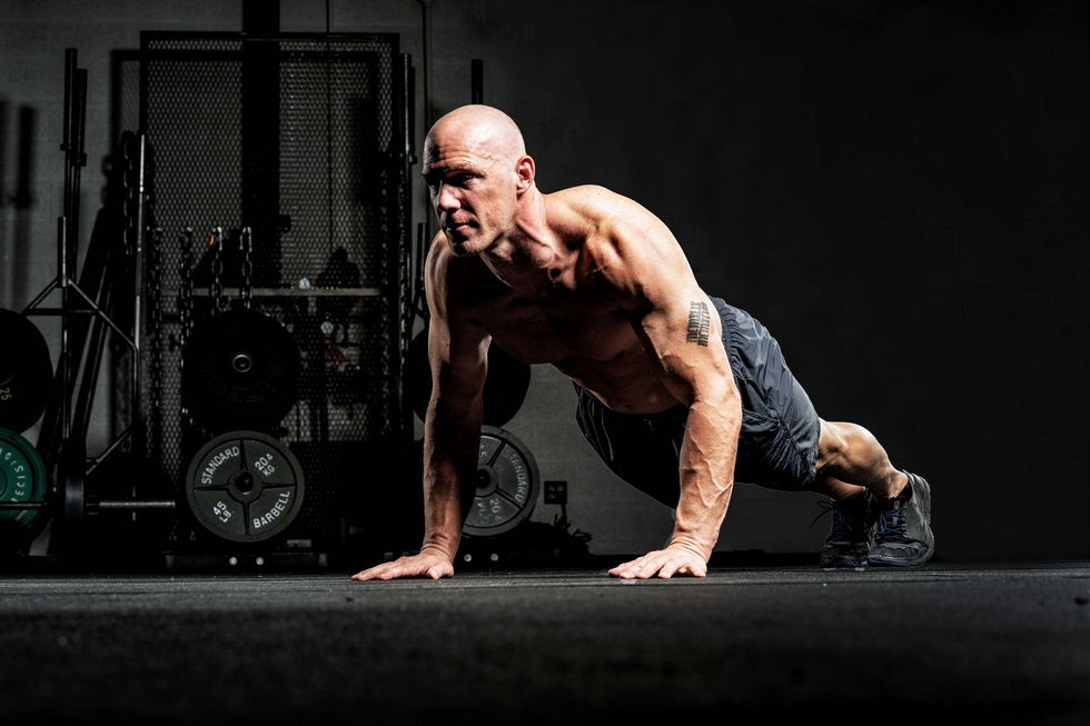 This EMOM Workout Pushes You to Rack Up Reps in Just 12 Minutes thumbnail