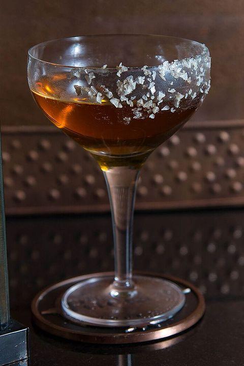 whisky-cocktails-asiatische-krankenschwester