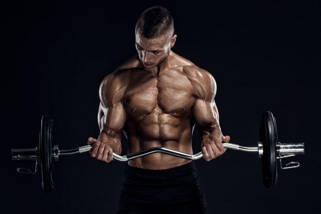 curl de bíceps con barra