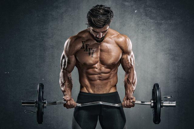 curl de bíceps con barra z