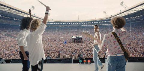 People, Crowd, Sport venue, Fun, Event, Performance, Tourism, Stadium, Gesture, Stage,