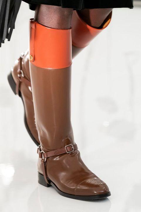 Η τάση των υποδημάτων πέφτει ιππικές μπότες 2021