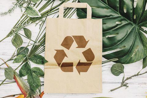 Reciclar y ahorrar: Bolsa de papel reciclable