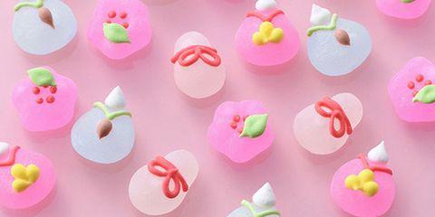 Fondant, Sugar paste, Sweetness, Food, Cake decorating supply, Icing, Heart, Petit four, Dessert, Baked goods,