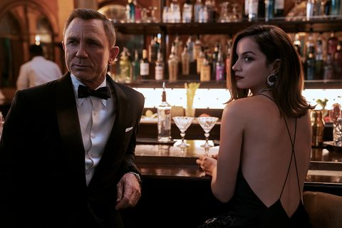 b2539456rc2james bond daniel craig and paloma ana de armas inno time to die, an eon productions and metro goldwyn mayer studios filmcredit nicola dove © 2020 danjaq, llc and mgm all rights reserved