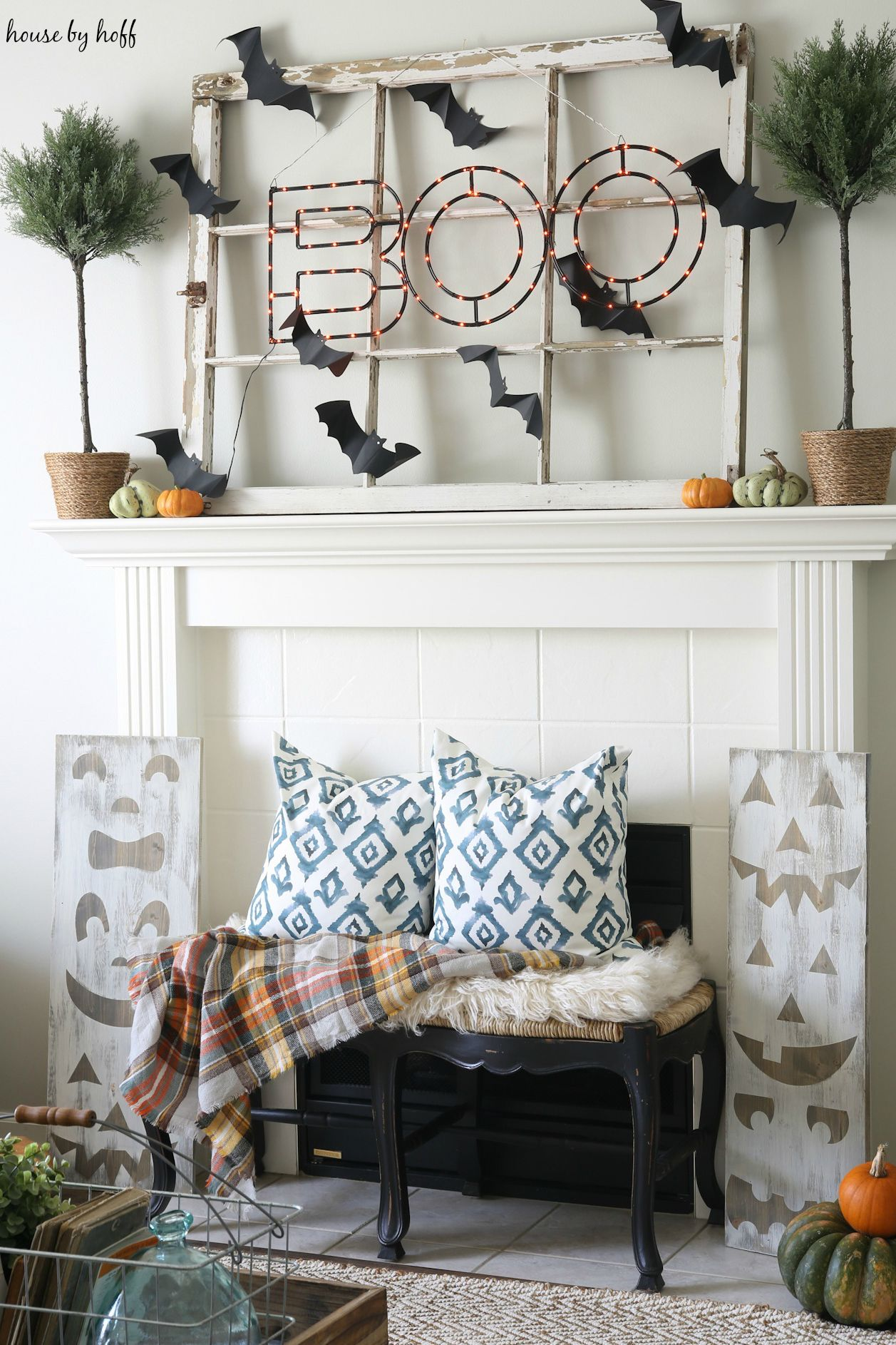 boo sign halloween mantel