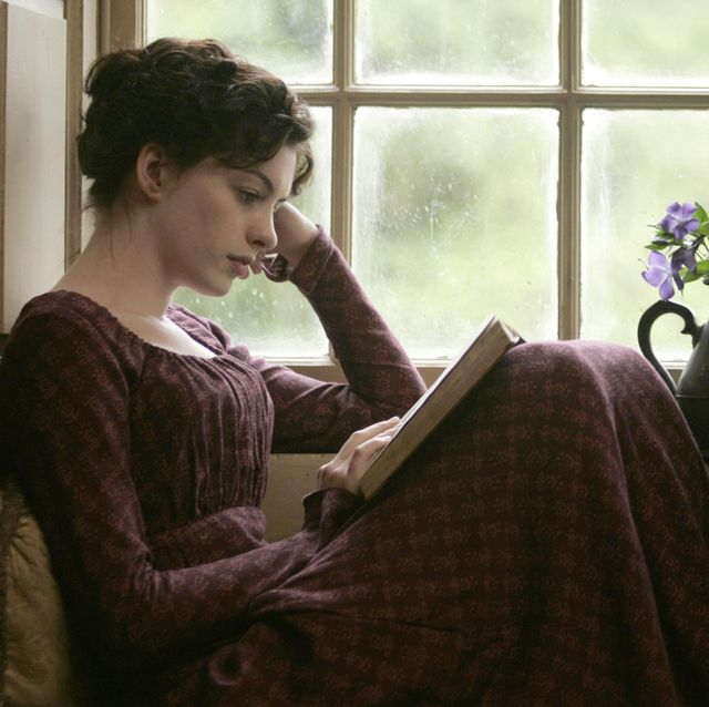 editorial use only no book cover usage mandatory credit photo by blueprintecossekobalshutterstock 5884057a anne hathaway becoming jane   2007 director julian jarrold blueprint pictures  ecosse films ukusa scene still drama