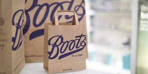 Boots replaces plastic bags with paper ones