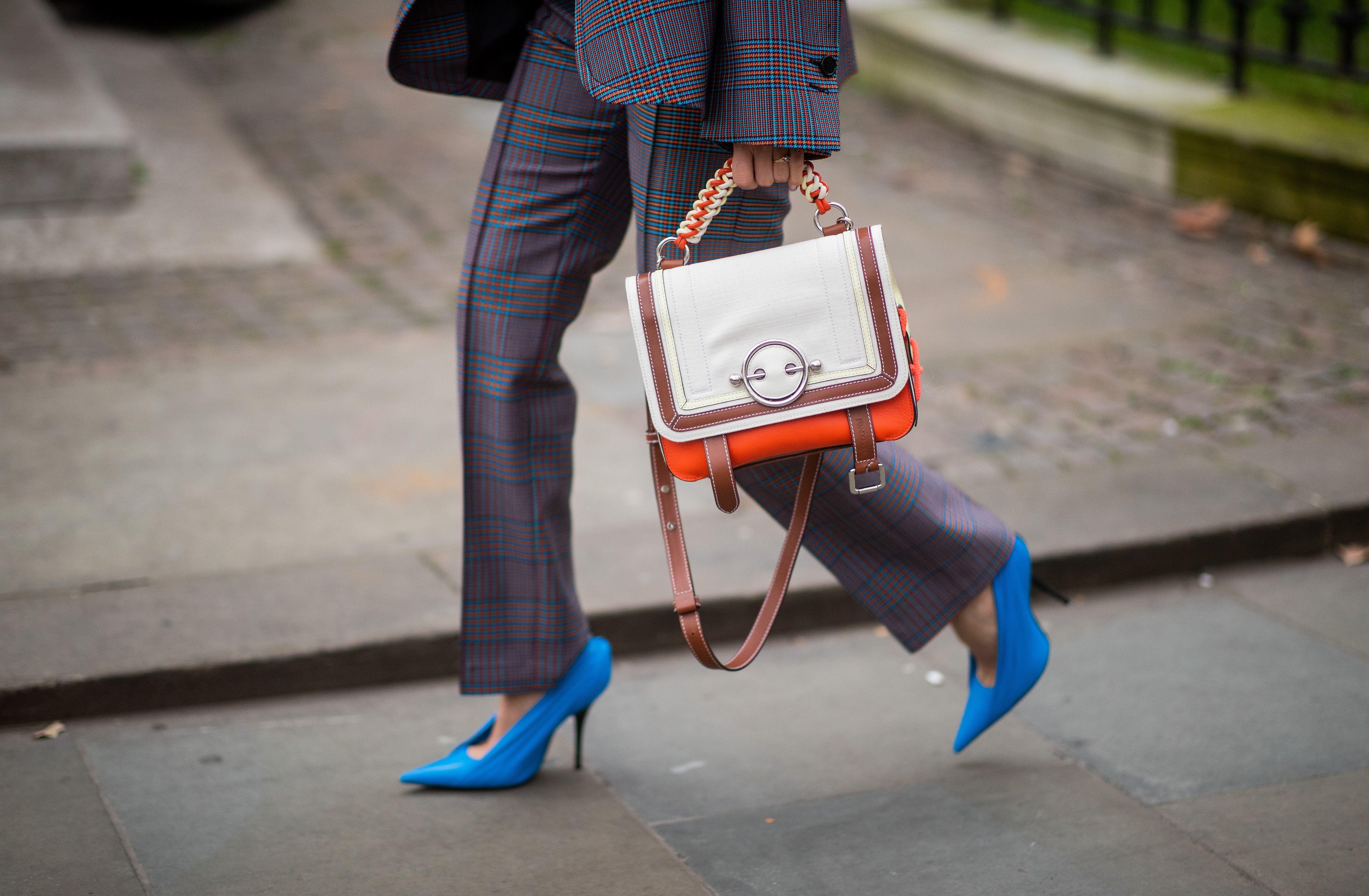 10 look super chic con la borsa a tracolla modello messenger