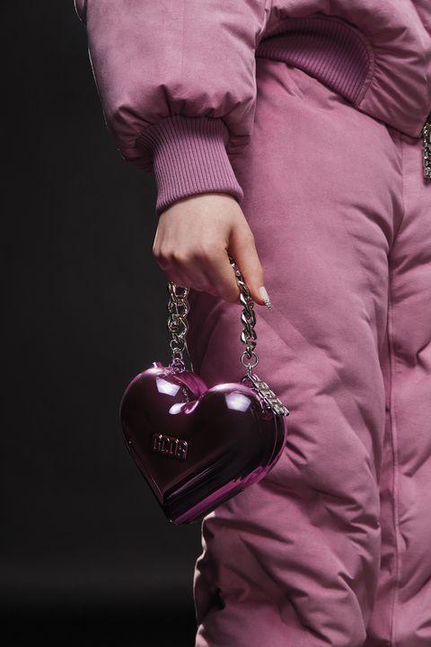 borsa autunno inverno 2021 2022, trova la tua preferita tra le borse firmate della prossima stagione con la borsa a tracolla all'inglese e la borsa piccola a tutto colore