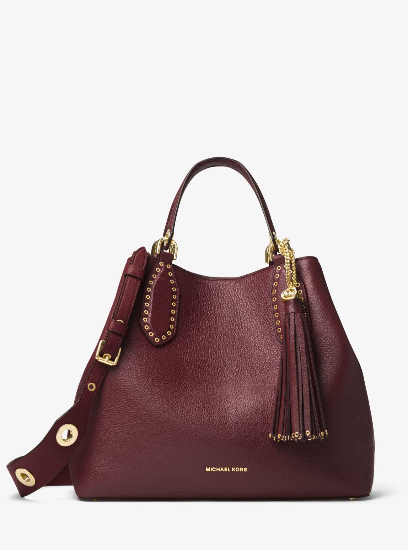 Le borse di marca migliorano l'outfit perché gli accessori firmati fanno la differenza, guarda le foto della gallery e scopri i trend moda dell'inverno 2019.