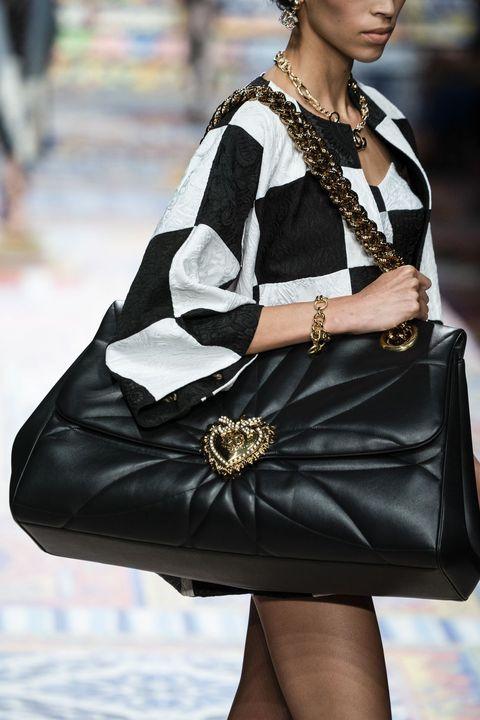 le borse nere più trendy della primavera estate 2021