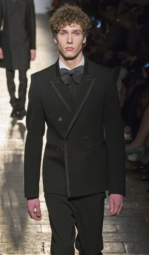 Suit, Fashion, Clothing, Fashion show, Formal wear, Runway, Fashion model, Hairstyle, Tuxedo, Human,