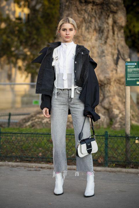 street style με λευκές μπότες στον αστράγαλο
