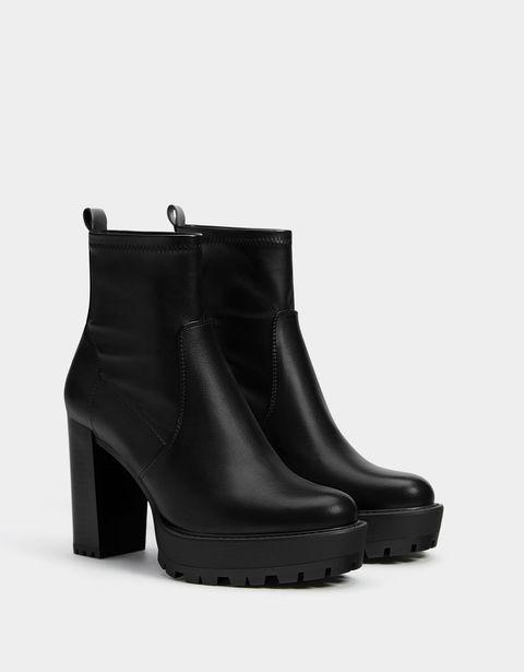 Footwear, Boot, Shoe, Leather, Beige, Synthetic rubber, Steel-toe boot, Foot, Buckle, Work boots,