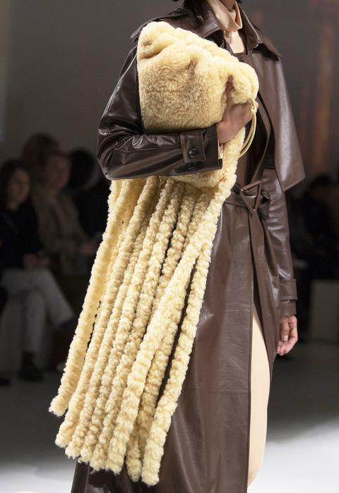 Fur clothing, Fur, Fashion, Clothing, Fashion model, Outerwear, Fashion design, Textile, Haute couture, Fashion show,