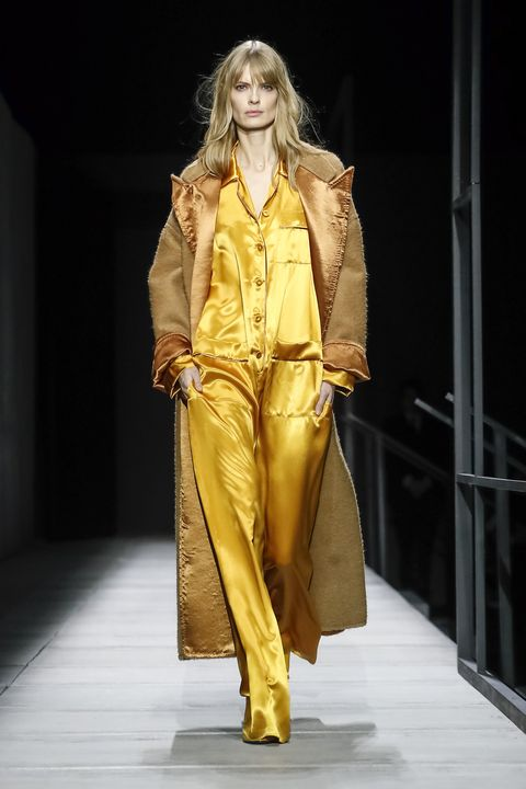 Fashion model, Fashion, Runway, Fashion show, Yellow, Clothing, Outerwear, Fashion design, Human, Event,