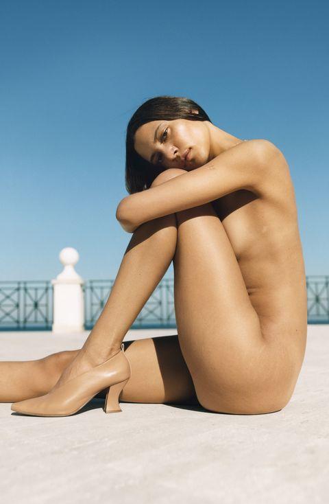 Leg, Human leg, Beauty, Skin, Model, Sitting, Thigh, Human body, Photography, Art model,
