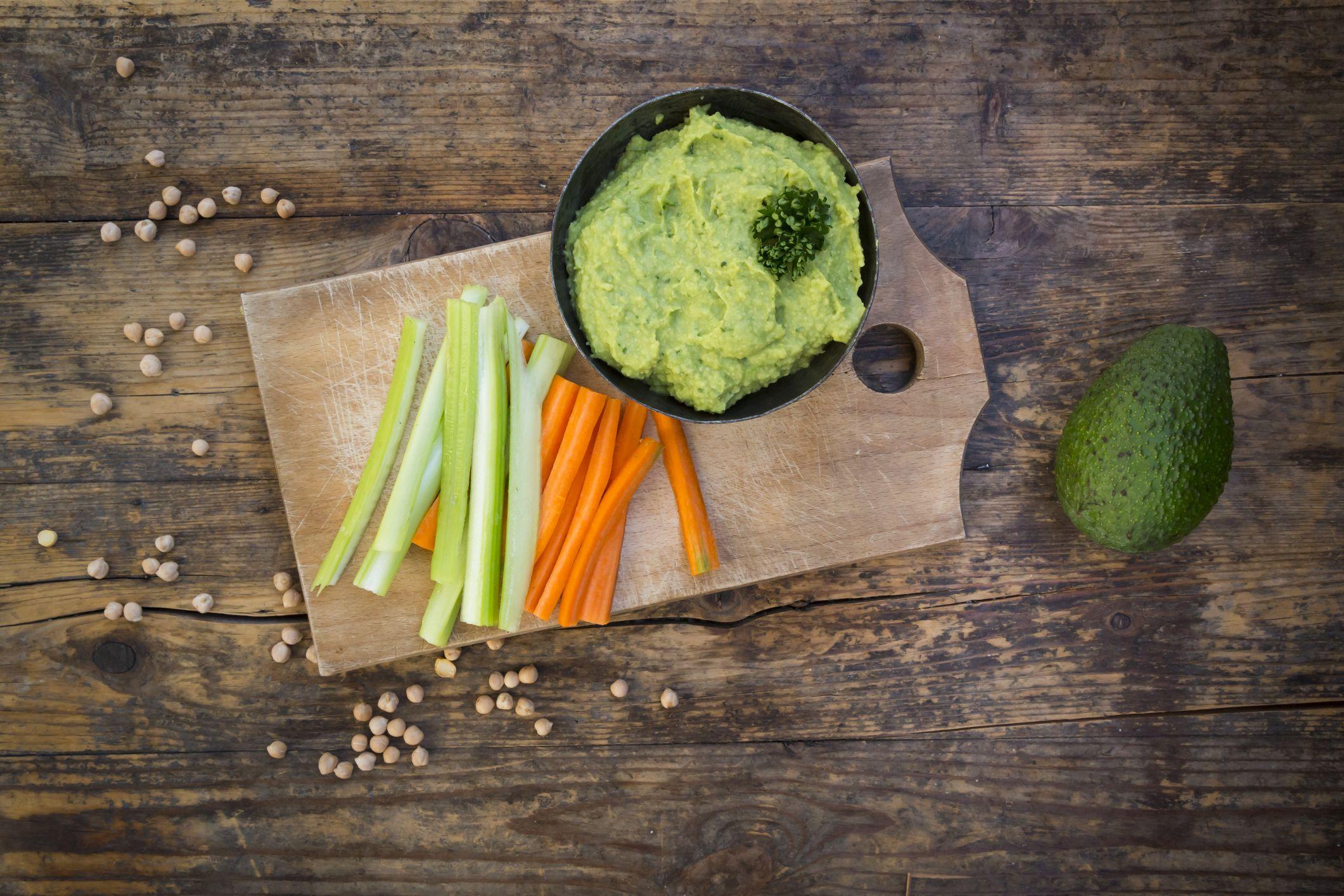 Jennifer Garner's Nutritionist Says She Snacks Regularly—But Never Eats Protein Bars