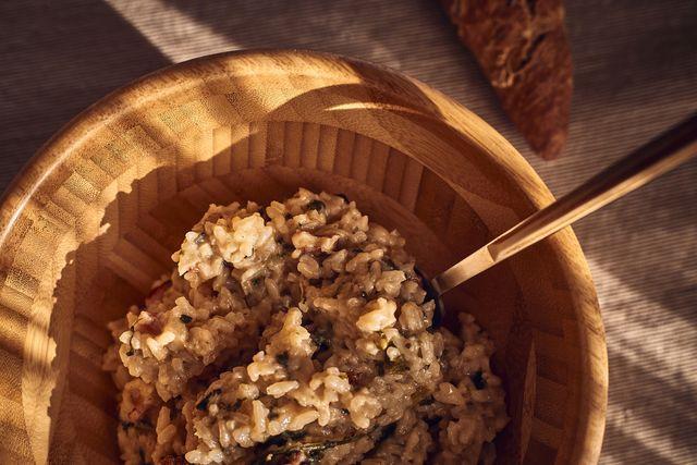 カナダの大学で栄養学を専攻し、勉強していく中で2016年11月からヴィーガン生活を送るようになったyukaさんが、ヘルシー食材の「玄米」を徹底解剖。栄養素やメリット、デメリット、美味しい食べ方や炊き方のコツをご紹介。