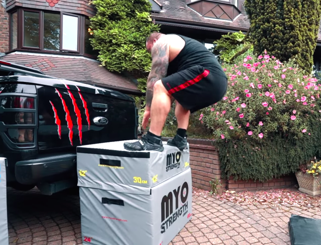 strongman eddie hall does a box jump