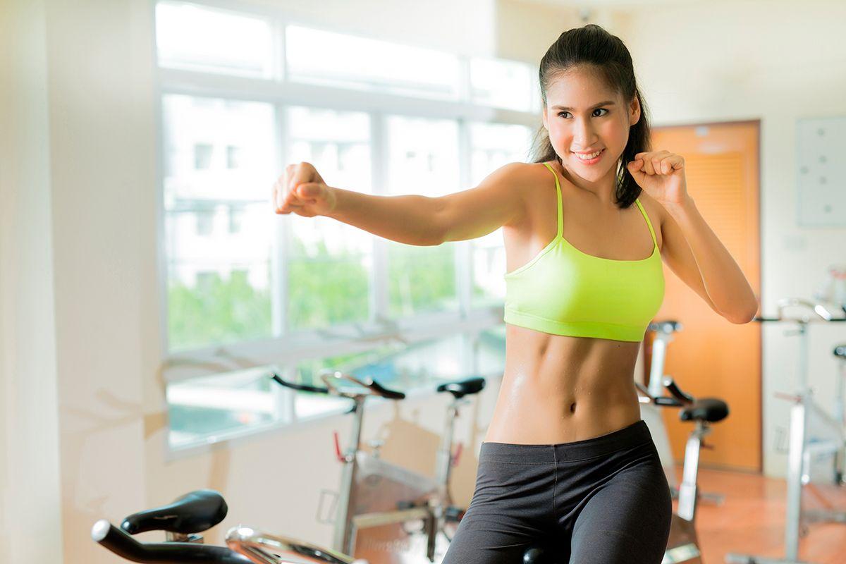 Clase de spinning para bajar de peso completado