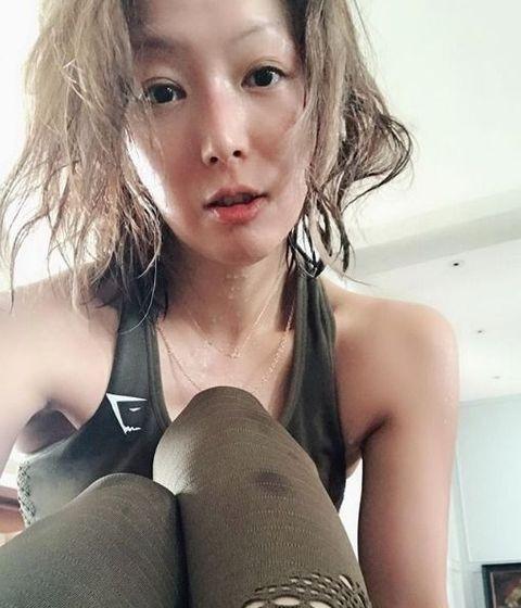 Hair, Face, Beauty, Hairstyle, Nose, Arm, Lip, Selfie, Leg, Long hair,
