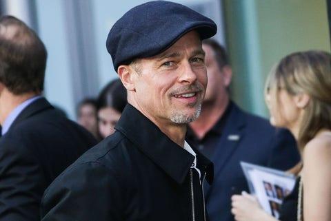 Brad Pitt niega que no le esté pasando a Angelina Jolie la manutención de sus seis hijos.