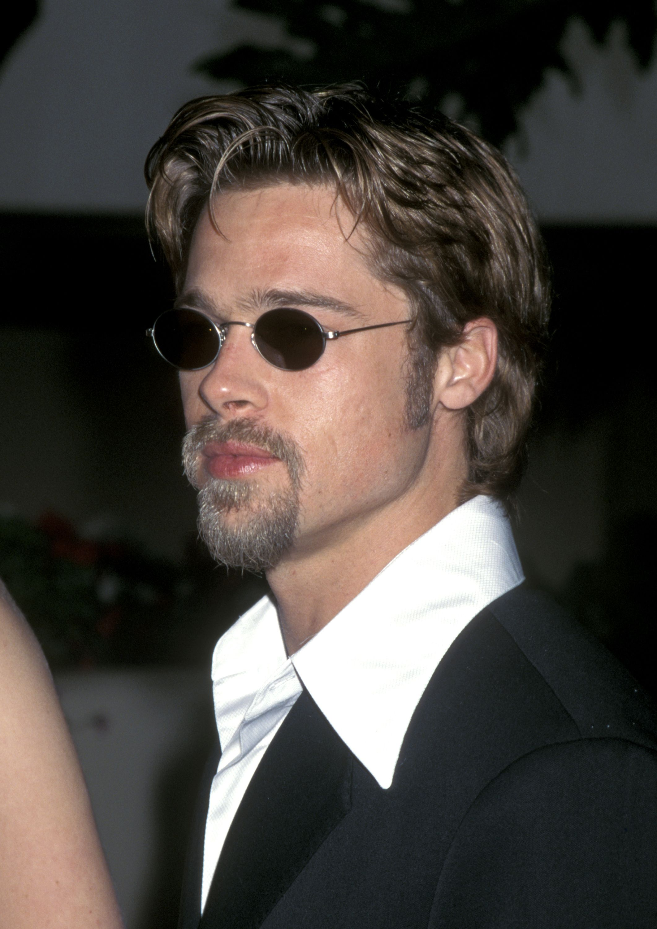 ec8eaa8fe987 Here are 32 Photos That Show Brad Pitt Has Barely Aged Over the Years