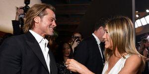 Brad Pitt en Jennifer Aniston knuffelen elkaar tijdens de  SAG Awards 2020