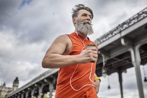Runner Braun barba deporte
