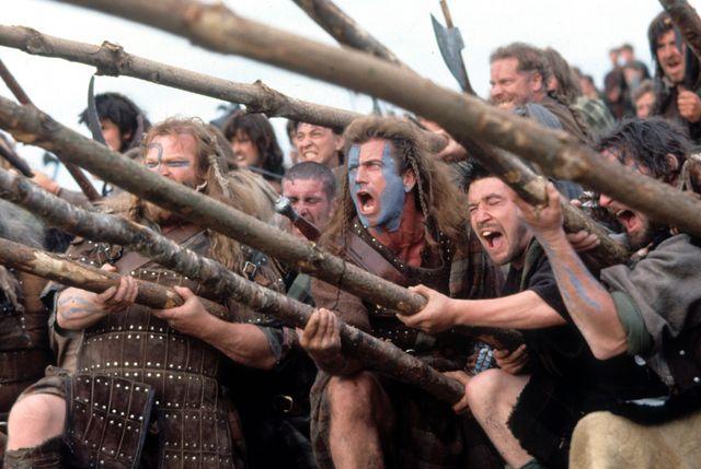 mel gibson en una escena de braveheart, 1995