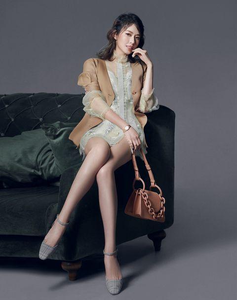 Fashion model, Clothing, Leg, Sitting, Human leg, Beauty, Fashion, Tights, Thigh, Photo shoot,