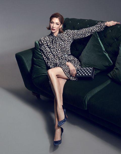 Fashion model, Clothing, Leg, Sitting, Photo shoot, Fashion, Beauty, Thigh, Dress, Footwear,