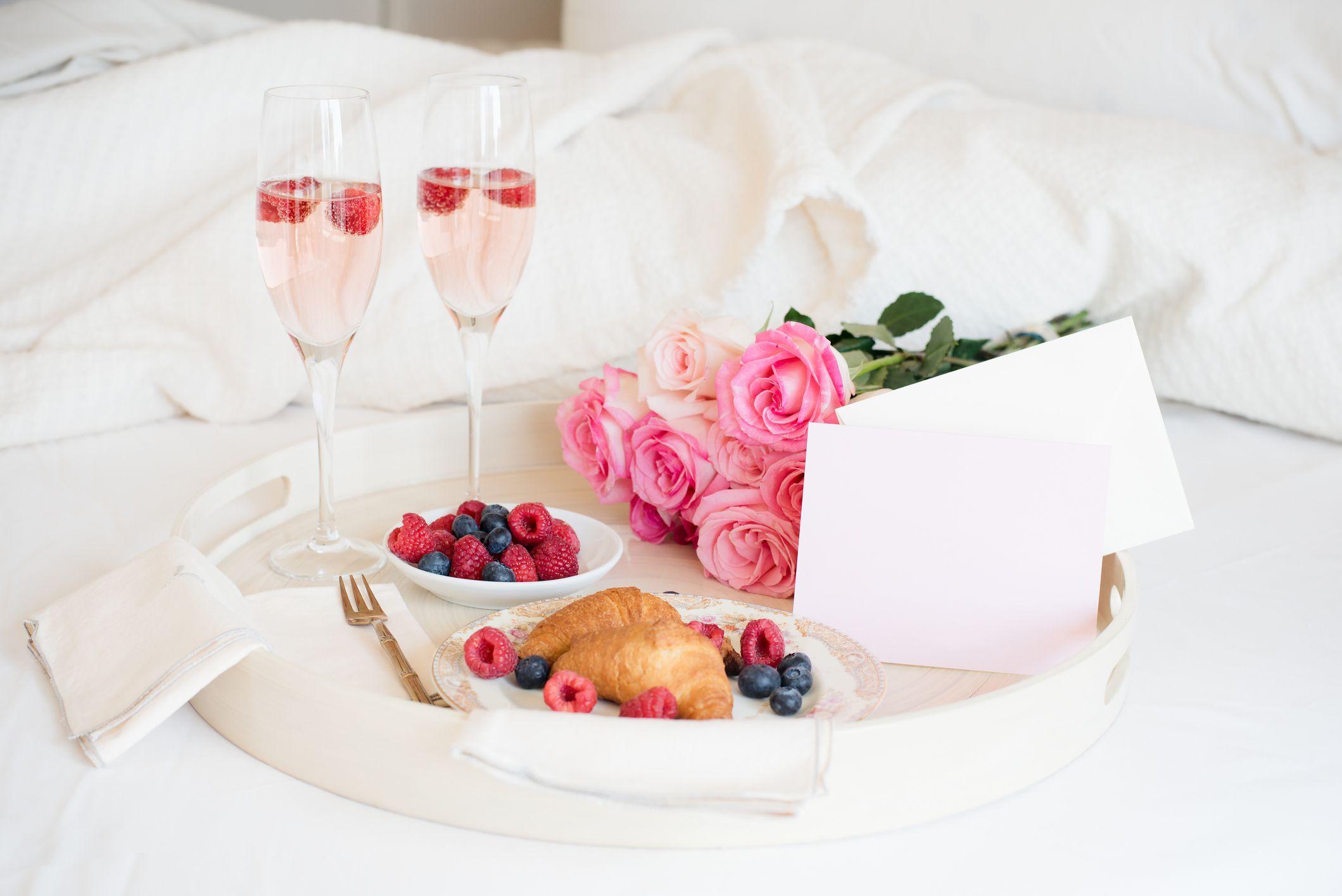 hommikusöök voodis