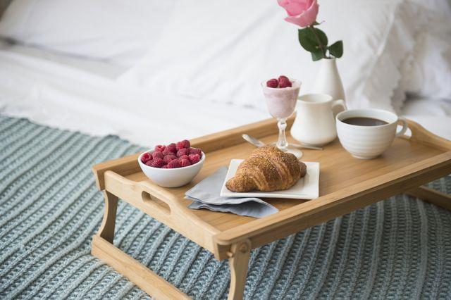 bandeja desayuno cama