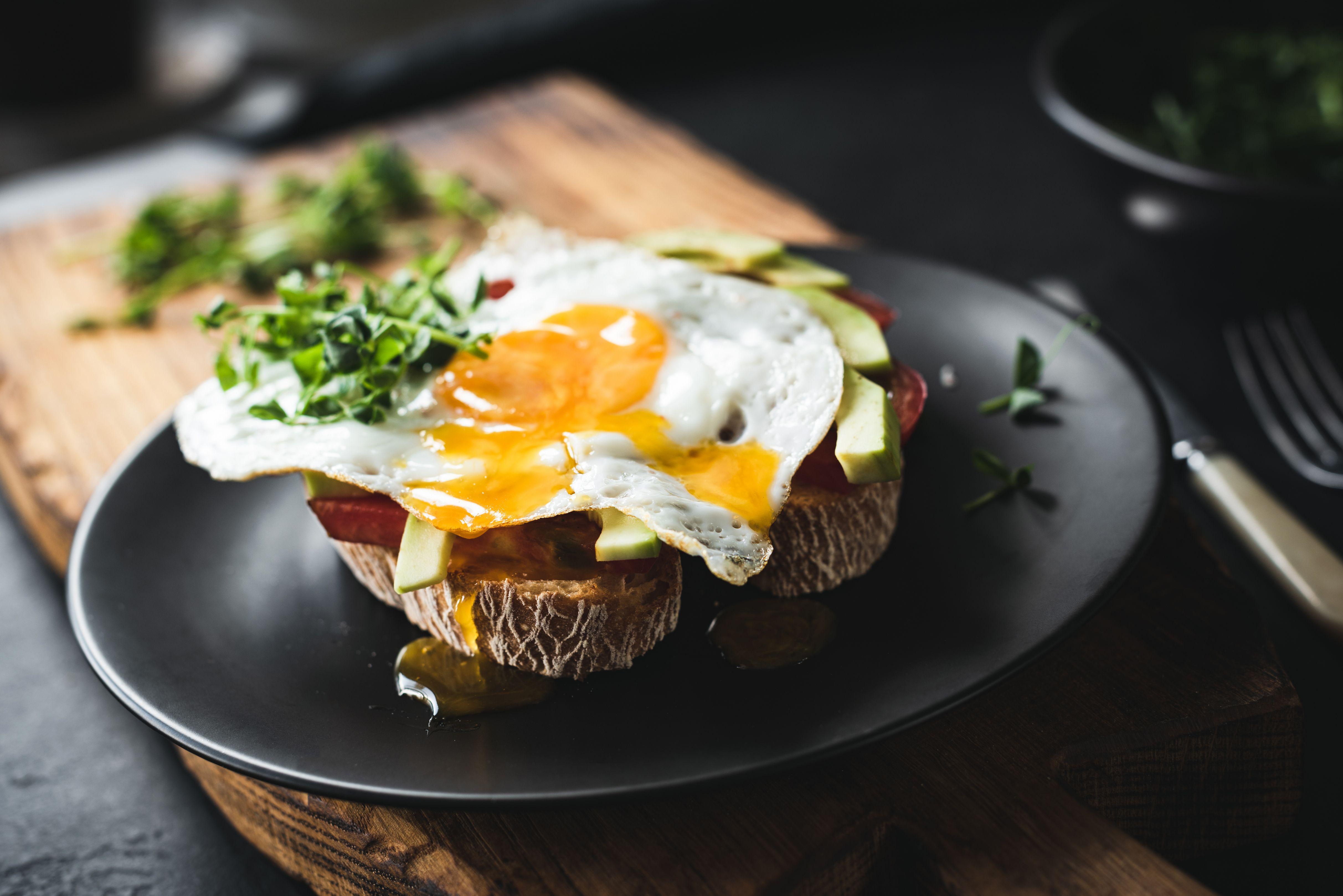 Huevo, ¿dentro o fuera de la nevera?