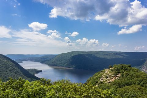 breakneck ridge, best hiking trails near nyc