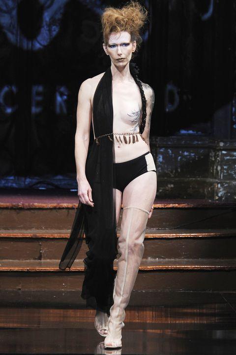 model-naked-runway
