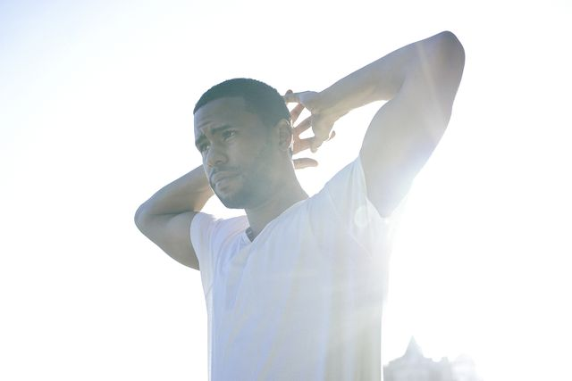 Sleeve, Human body, Shoulder, Elbow, Shirt, Standing, People in nature, Cool, Sunlight, Gesture,
