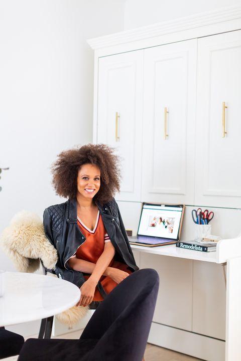 Beauty, Sitting, Room, Furniture, Fashion, Shoulder, Joint, Design, Interior design, Leg,