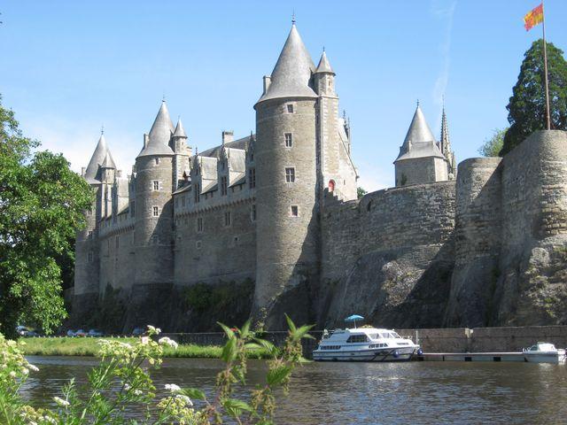 bretagna houseboat navigazione castello