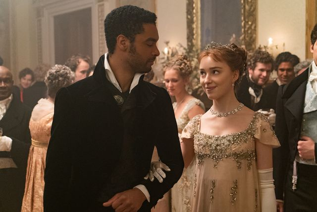 two characters from bridgerton at a ball on the netflix show