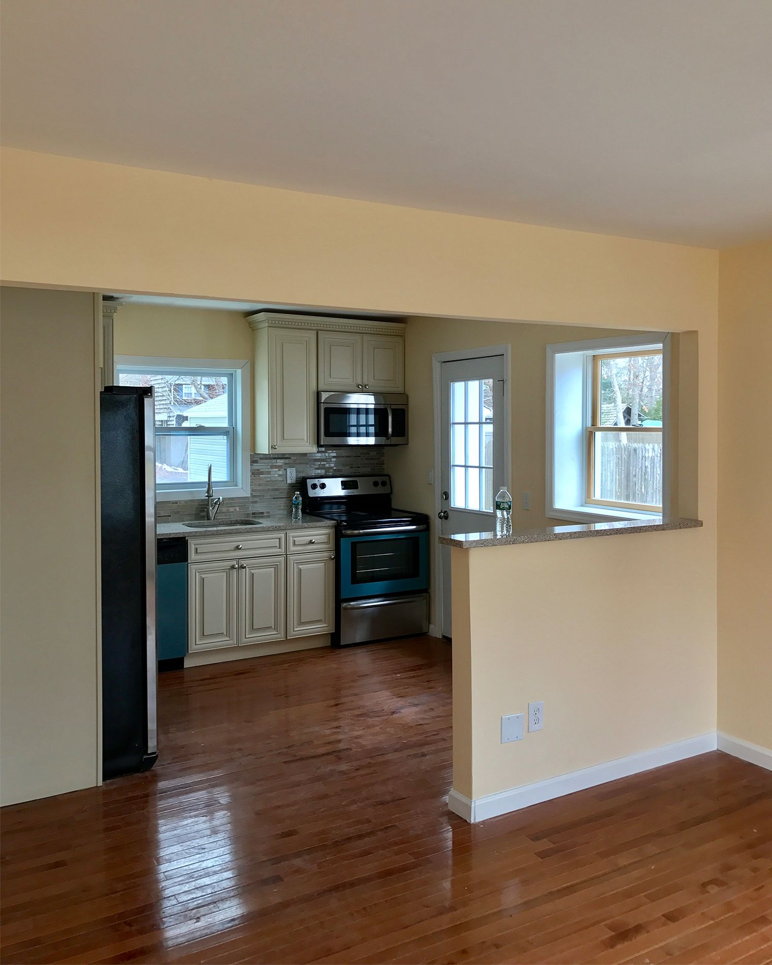 Image of: 20 Kitchen Makeovers With Before And After Photos Best Kitchen Transformations Ever