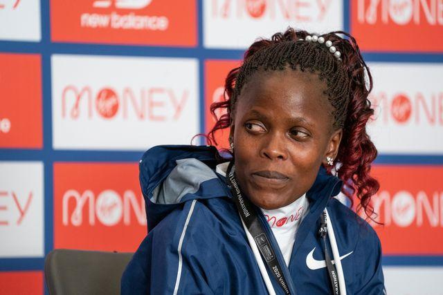 la plusmarquista mundial de maratón brigid kosgei atiende a la prensa antes del maratón de londres 2020
