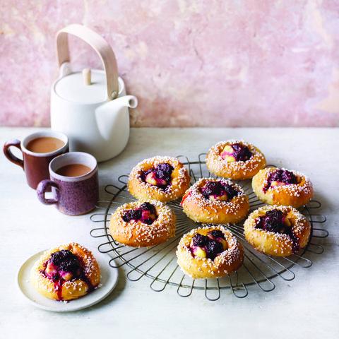 Blackberry and custard brioche buns