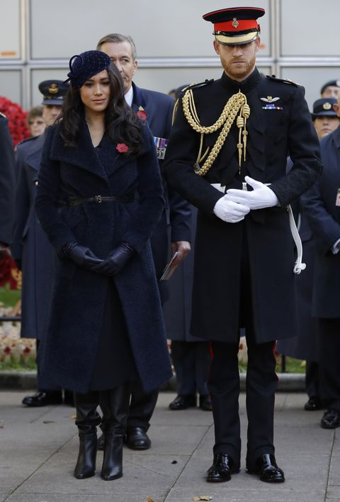 meghan markle and prince harry s body language on remembrance day meghan markle and prince harry s body