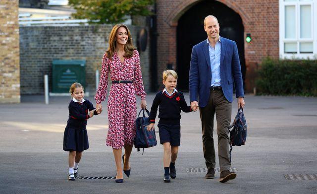 ウィリアム王子 キャサリン妃 ジョージ王子 シャーロット王女 学校 通学
